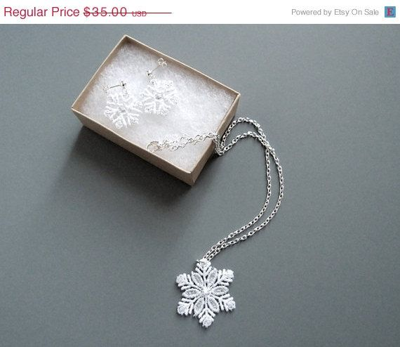 212 best Give Me SNOWFLAKE Bling images on Pinterest Christmas