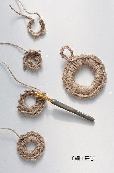 こんにちは。ニットカフェ千編工房のままごと師です。富士山は見えません。寒いですね?麻ひも編みとか言ってますし、北欧鍋敷き とか言ってます。簡単にかぎ針の細編み…