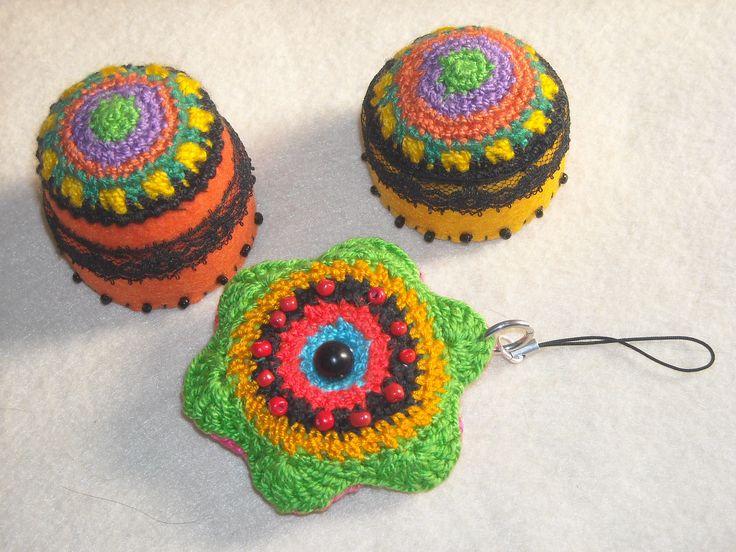 Alfileteros fieltro y crochet , Alfiletero colgante en crochet relleno, distintos colores por ambas caras