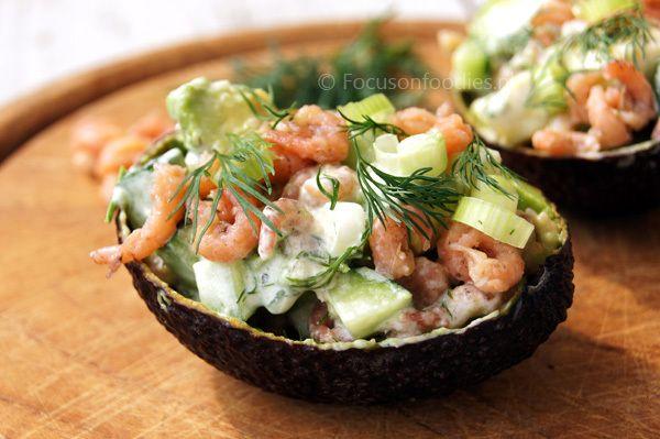 Gevulde avocado met garnalen uit het Voedselzandloper Kookboek - http://www.volrecepten.nl/r/gevulde-avocado-met-garnalen-uit-het-voedselzandloper-kookboek-10949351.html