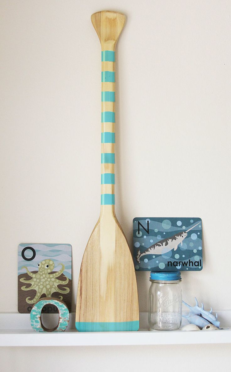 Beach Decor Paddle... I have a paddle left over from hula, what a great idea!