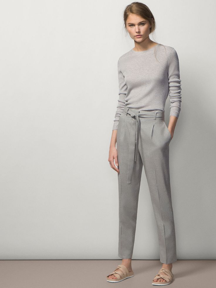 High waist loose-fit trousers with shirt tucked in. Such an easy and nice clean look.