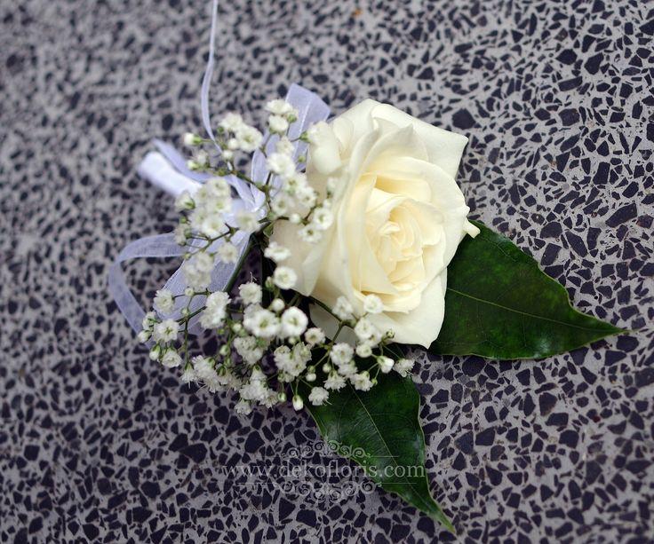 butonierka Pana Młodego biała róża