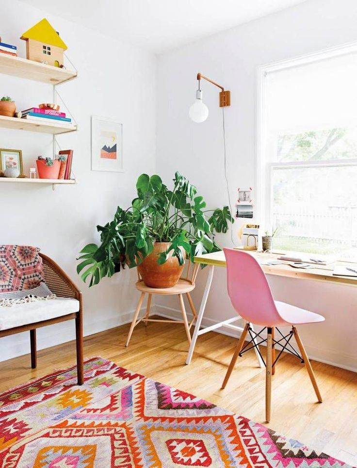 See More Images From Claire Zinnecker S Summer Issue Moment A Light Lift On Domino Com Decoratingyo Home Office Decor Home Decor Sites Home Decor Inspiration