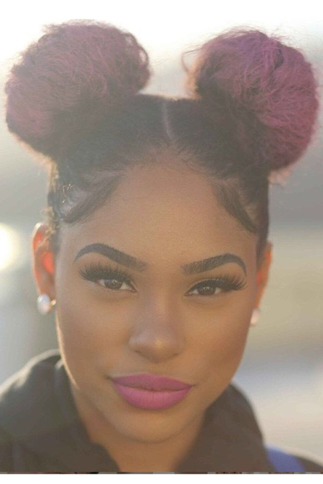 17 Summer Hairstyles For Women With Afro Hair. For more ideas, click the picture or visit www.sofeminine.co.uk