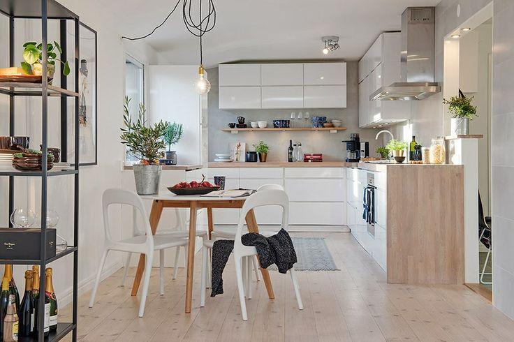 Mooie combi wit en hout, stellingkast, hoogglans keuken