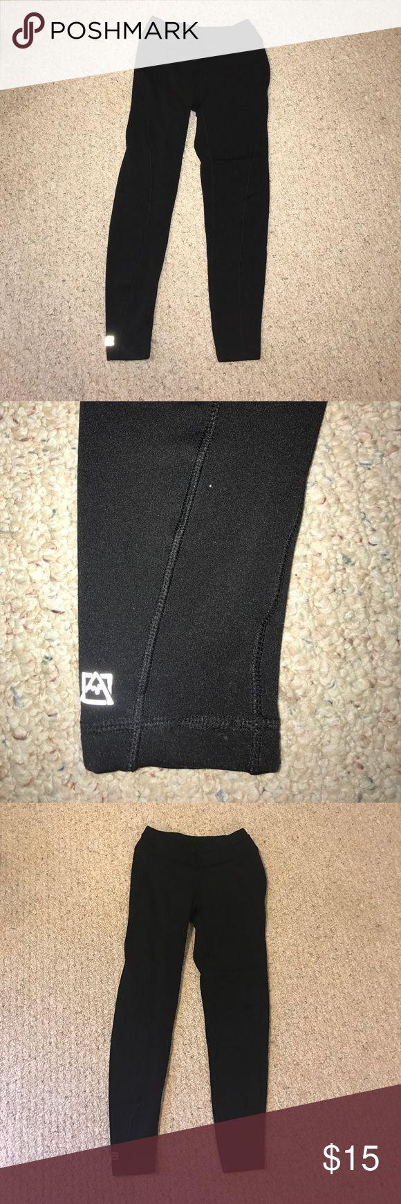 Avalanche medium size thick legging sweatpants Super thick and warm legging style sweatpants from avalanche. Black color. Size medium. Pants