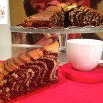 Ciambella al Triplo Cioccolato Senza Burro, un dolce goloso e soffice dal gusto avvolgente e deciso che conquisterà tutti! Tre strati di puro godimento!