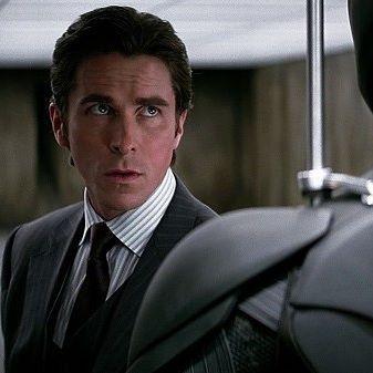 Сегодня Днюха у Кристиана Бэйла! И-и-и-ха!    Для многих именно он настоящий Бэтмен.    За 10 лет до выхода «Бэтмен: Начало» Бэйлпробовалсяна рольРобинав «Бэтмен навсегда» и ему отказали. Если бы сыграл Робина, роль Бэтмена ему могли и не дать (одному актёру редко разрешают играть разных супергероев - особенно когда герои пересекаются, как Бэтмен и Робин). Так любая неудача может обернуться победой.