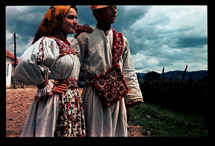 Avasfelsőfalui viselet az online Néprajzi múzeum kollekcióból