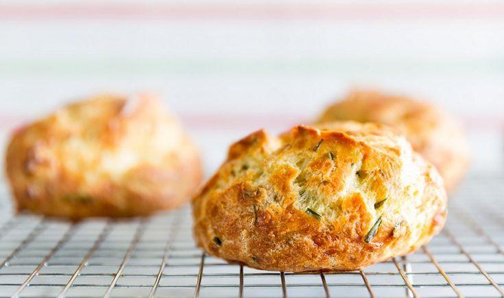 Τα πιο εύκολα και νόστιμα ψευτο-τυροπιτάκια. Ιδανικά για πρωινό και κολατσιό. Μέχρι να ξυπνήσουν τα πιτσιρίκια, θα είναι έτοιμα!