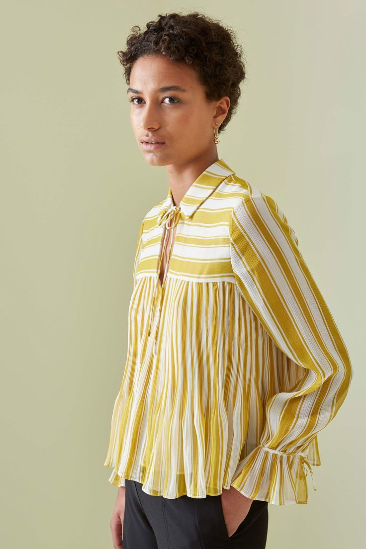 Such a darling frilled blouse!See the complete Whistles Fall 2017 Ready-to-Wear collection.