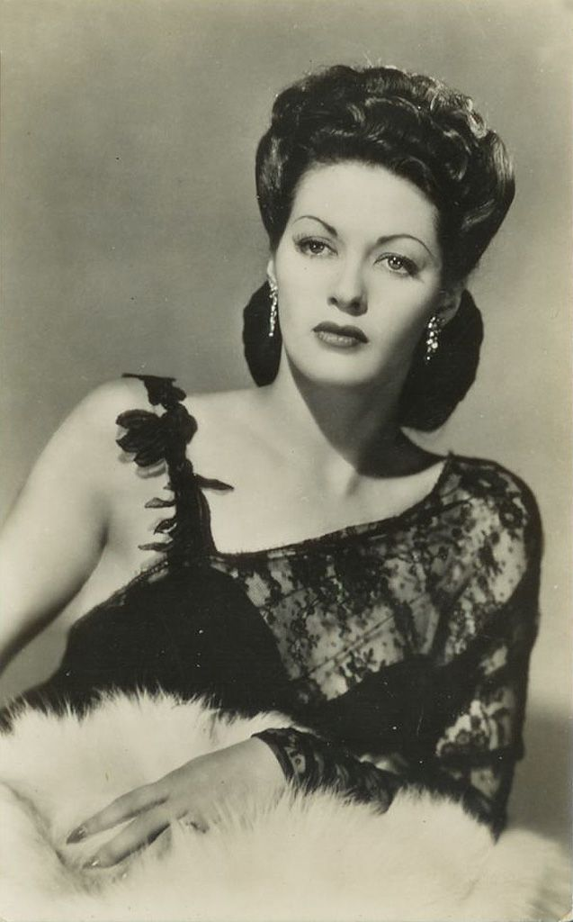old movie stars photos | ... resolution pictures of the film and television star - Yvonne De Carlo