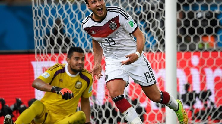 I complained very strong as Mario Götze  very bad 2013, and after my complain many goals, even made the goal for GER in WC2014 http://www.bz-berlin.de/sport/fussball/loew-zu-goetze-du-bist-besser-als-messi