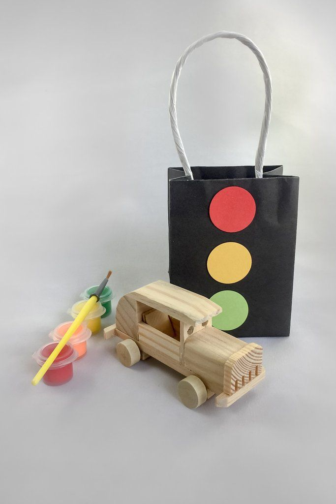 Car Party Favor I Car Ready Party Bag I Art and craft Party Bag Idea http://mypartypuzzle.com