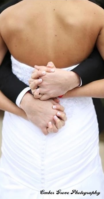 First Kiss Video Iowa Wedding Vendor Spotlight | Bride Meets Wedding | Wedding Videography | Photo by Ember Grove Photography