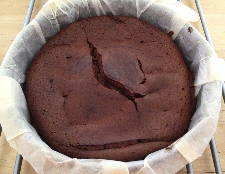 Tarta de chocolate de sólo 3 ingredientes (sin harina
