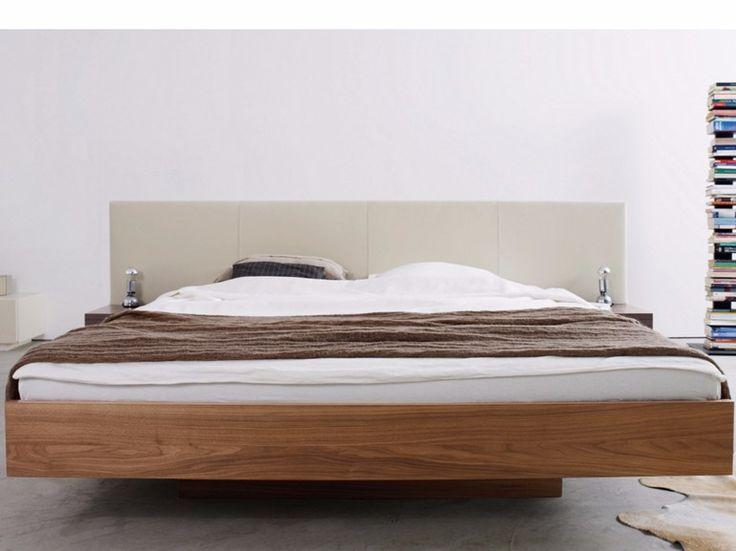 Letto laccato matrimoniale in legno con testiera imbottita RIVA by more design Kressel   Schelle design