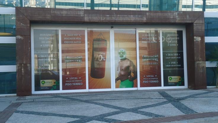 Impressão digital em perfurado para porta de vidro | Parque Shopping Barueri | agência Thanks | Cliente GSB | produção e instalação: OfficePress