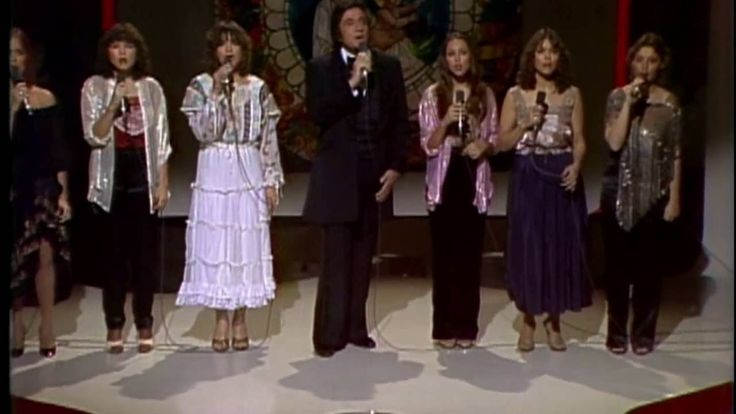 Johnny Cash with daughters Carlene, Tara, Rosanne, Cindy, Kathy and Rosi...