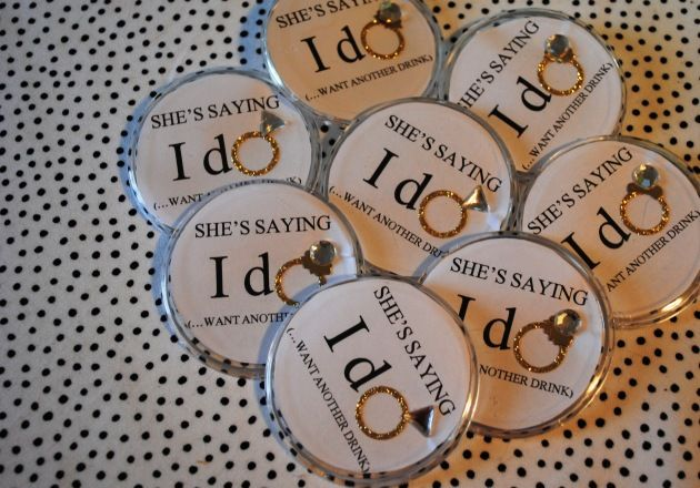I make small badges like this for the weekend guests to wear when going out with the bride. Mine were a bit cuter, though. I can also give you step by step for these. Pinning them to the gift bags is cute!