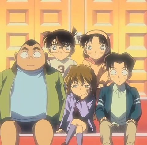Ayumi looks so nervous next to Conan, it's lovely ♥