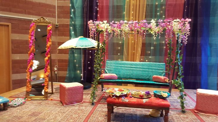 Mehndi stage by Nighat Butt