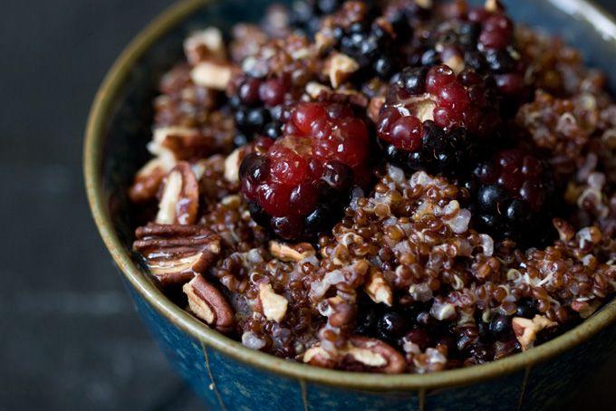 breakfast quinoa...cinnamon, fruit, toasted nuts..This looks so yummy!!