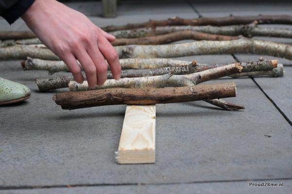 diy kerstboom- diy christmastree- kerstboom maken van houten stokken