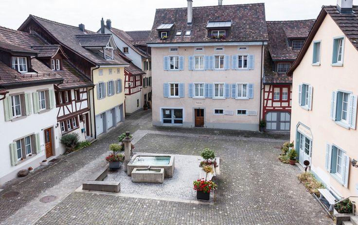 Die Kulturstadt zeichnet sich als attraktiver Wirtschaftsstandort und Wohnsitz aus. Fassadenmalereien und die verträumten Gassen.