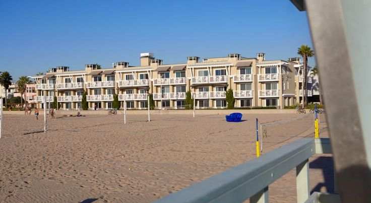 The Beach House at Hermosa Hermosa Beach This oceanfront Hermosa Beach hotel serves a daily continental breakfast and offers free wireless internet access throughout the property. The hotel is 7 miles south of Los Angeles International Airport.