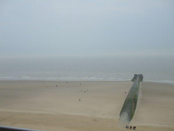 En la costa: Ostende en abril...  Le plat pays, que decía Jacques Brel.