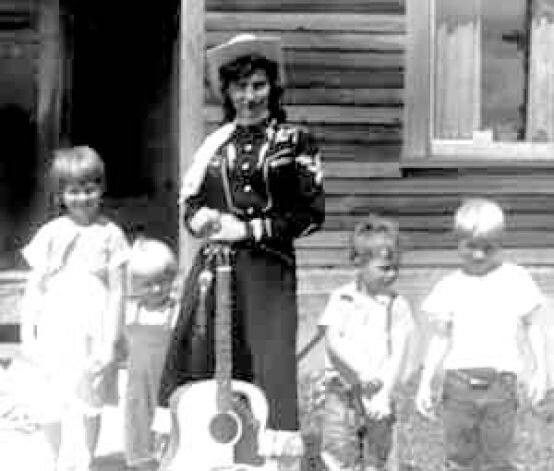 Loretta Lynn and children