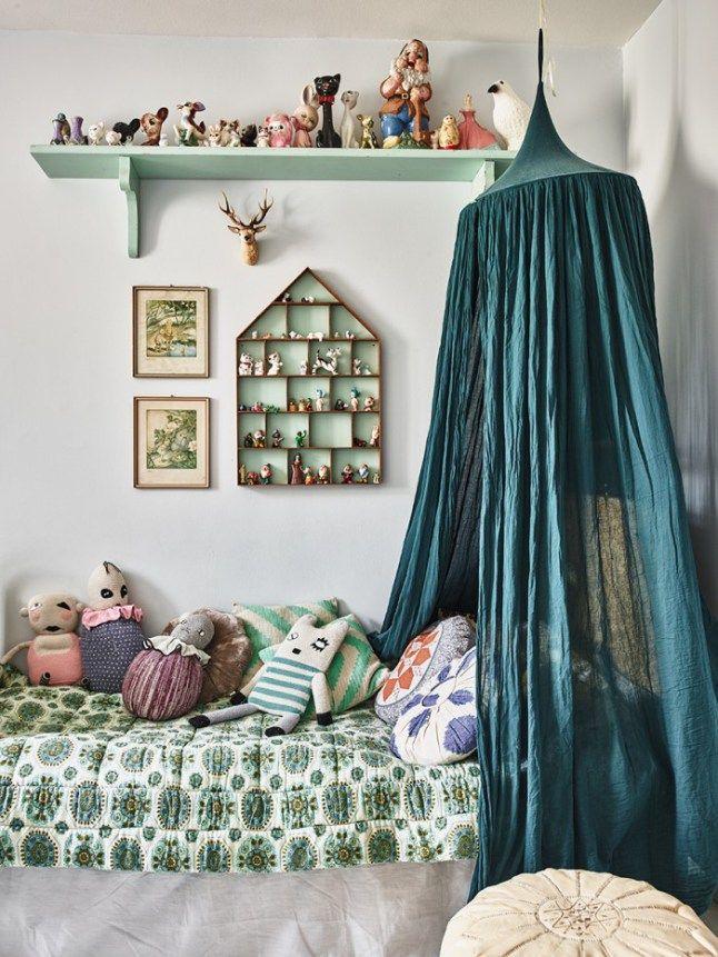 Kinderkamer met hemeltje groen. Nursery green mint
