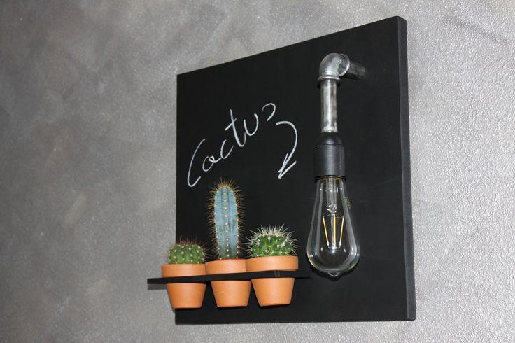 Pezzo unico...legno/lavagna...tubo idraulico...lampadina vintage...vasi terracotta. Mia produzione artigianale in vendita.