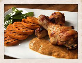 Malin's Diner: SWEETCHILI- & INGEFÄRSMARINERADE KYCKLINGBEN MED JORDNÖTSSÅS OCH GRILLAD SÖTPOTATIS