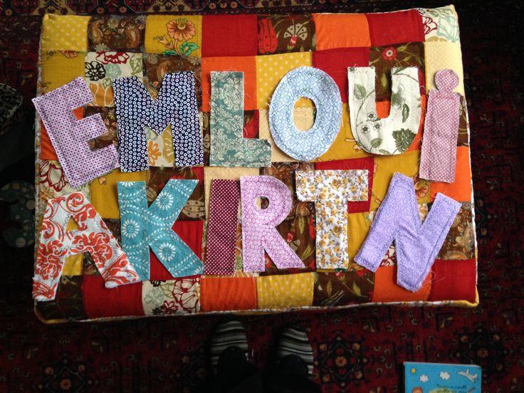 Artık kumaşlardan renkli harfler yaptım, ilkokul 1. Sınıf kelime türetme oyunu için çok keyifli oldu- evdeki bebek kardeşler için de oldukça uygun:))