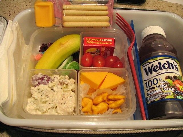 This mom is amazing at making lunches for her 1st grader - over 100 images..will need this one day :)