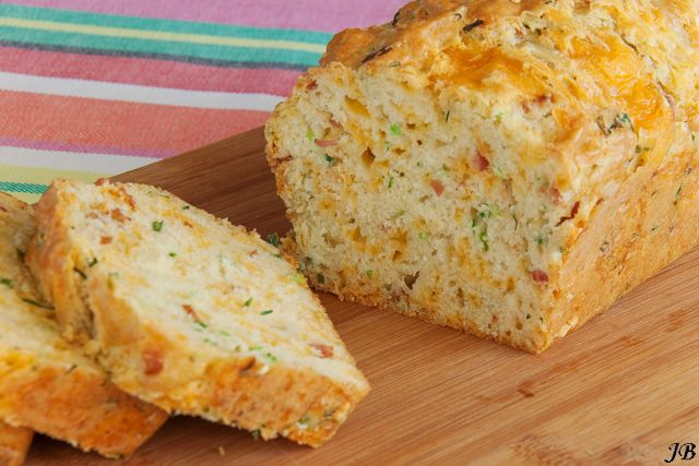 Carolines blog: Hearty Bread with cheese, bacon and chives