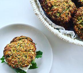I gårbagte jeg disse meget nemme grøntsagsboller og de smagte så godt, at de er egnet til at komme på bloggen. Jeg lavede små sandwich ud af dem og fik som frokost. De er ret svampede og bliver derfor ikke tørre, som meget glutenfrit brød gør. Det er jo ikke som at få en almindelig hv....