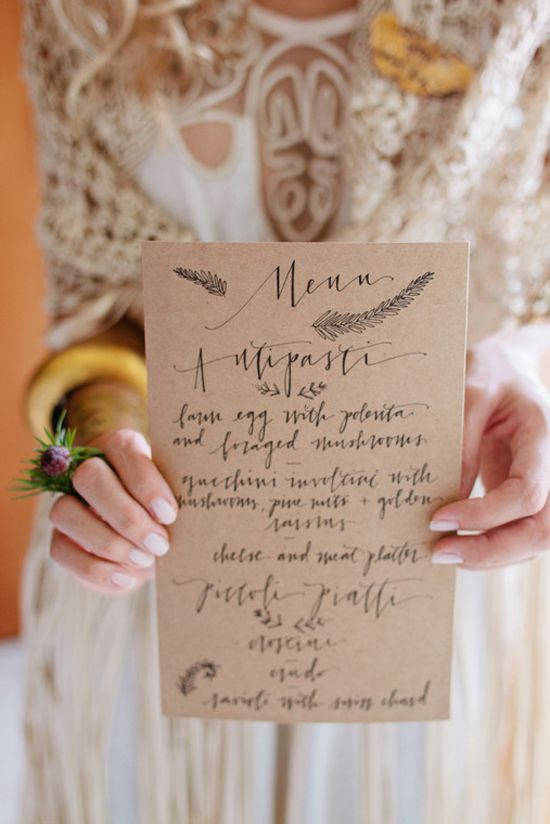 Ideas para bodas: Menú // Wedding ideas: Menú Un toque moderno para un menú de boda #menudeboda #menuconcaligrafia #invitaciones #bodas