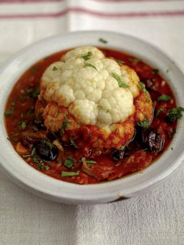 Рецепты постных блюд. Как приготовить цветную капусту в соусе У Джейми есть рецепты постных блюд. Воспользуемся возможностью, готовить изысканно и во время Поста. Как приготовить цветную капусту, расскажет нам Мастер. Джейми уверен, что это бесподобный способ, как приготовить цветную капусту...