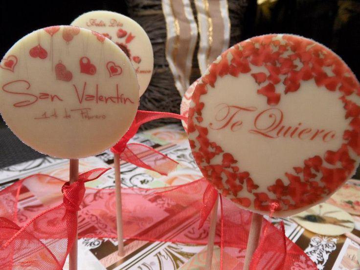 FotoPastel: Piruletas de chocolate blanco decoradas con chocotransfer para San Valentin