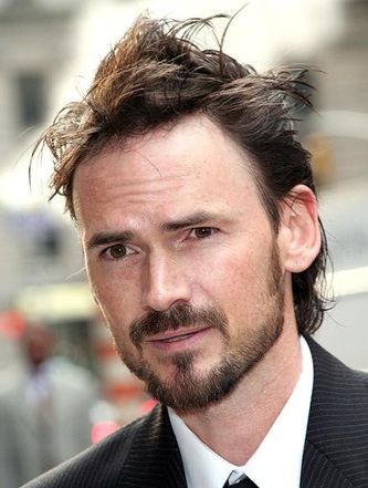 The 48-year old son of father Mel Boring and mother(?), 175 cm tall Jeremy Davies in 2018 photo
