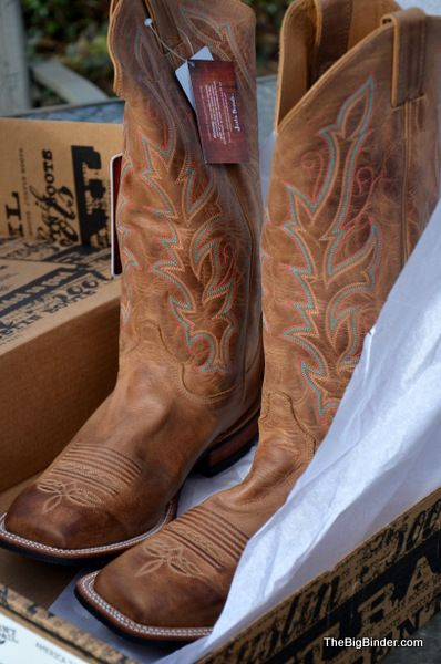 Jenn of @Big Binder found the CUTEST boots from Country Outfitters!
