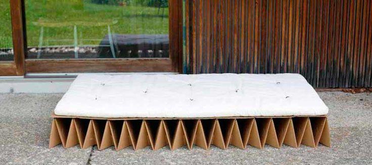 Camas para invitados en espacios reducidos: cama inflable house shaped bed