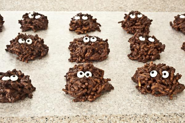 Chocolate Mud Monsters - Your kids will get a kick out of eating mud... chocolate mud, that is! Our adorable no-bake Chocolate Mud Monsters are super easy to make and ready in under 30 minutes.