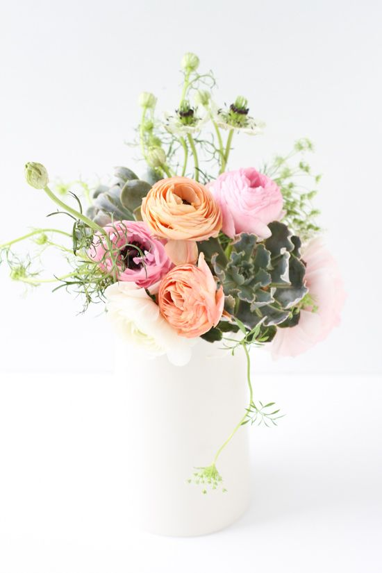 How to make a ranunculus and succulents centerpiece