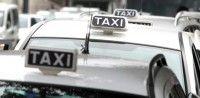 Obiettivo Lavoro Il tassista con la laurea esposta nel taxi  Arriva da Napoli ed è una storia decisamente molto curiosa che si aggiunge a quelle purtroppo sempre più numerose legate alla mancanza di lavoro nella città partenopea così come daltra parte anche nel resto dItalia.  La storia in questione è quella di Massimo un tassista di 39 anni che a bordo del suo taxi affianco alle consuete tabelle con le tariffe ha deciso di esporre anche la laurea che ha conseguito nel 2007 in Sociologia…