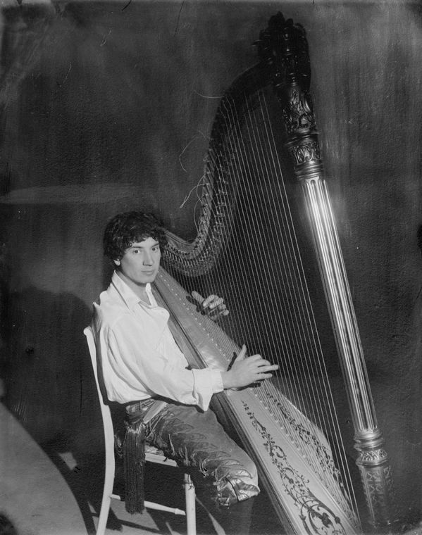 Harpo Marx playing the harp - Harpo Marx - Wikipedia